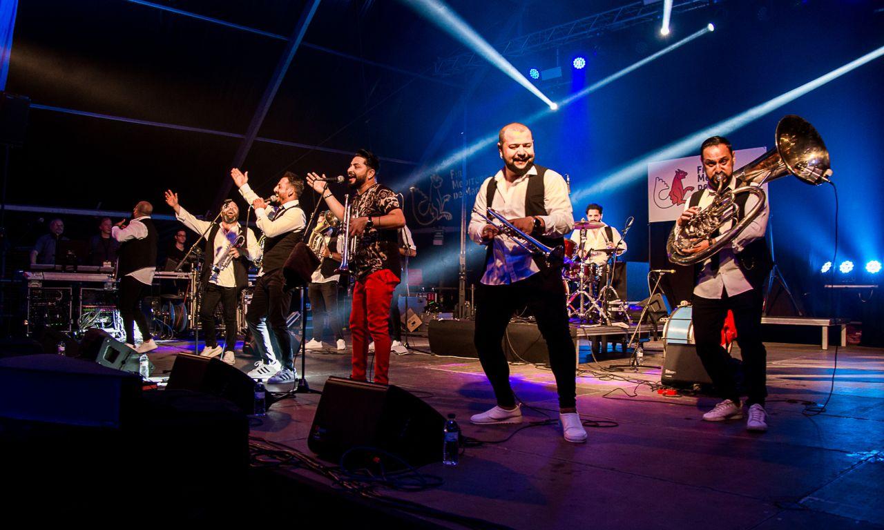 džambo aguševi orchestra na festivalu fira